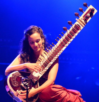creative common picture of musician Anushka Shankar - see photo credits page, in a web page related to music research, music technology and the YMusic search engine
