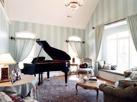 image presenting a room including a piano, in a web page related to music research, music technology and the YMusic search engine